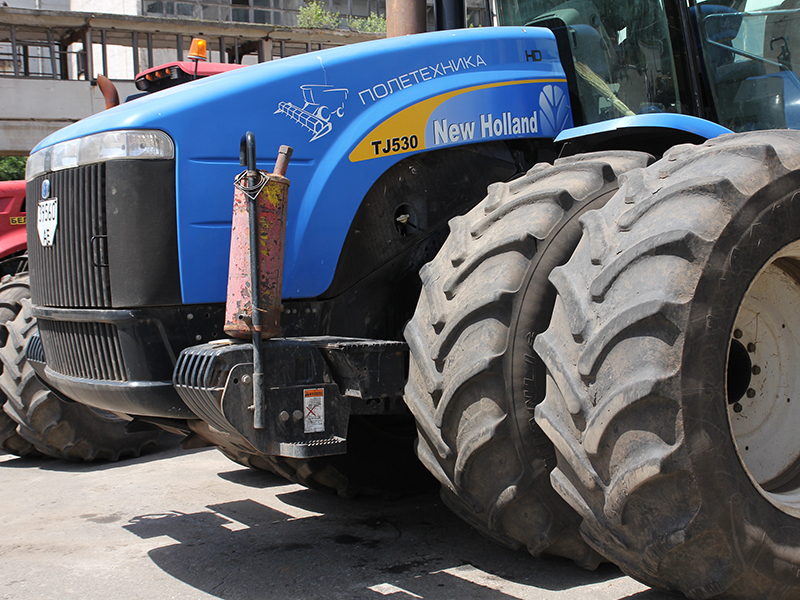 Заливка масла Агринол в комбайны Challenger, тракторы New Holland и в самоходный опрыскиватель Mazzotti.
