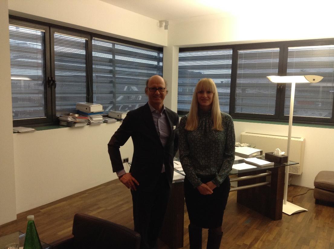 На фото: Пол Примавеси, топ- менеджер и собственник компании EVVA-Schmiermittel-Fabrik и Юлия Говорова, менеджер ВЭД, компании «Агринол»